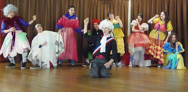 A l'école du fou de Bassan, on apprend à faire du théâtre - article du 6 avril 2015